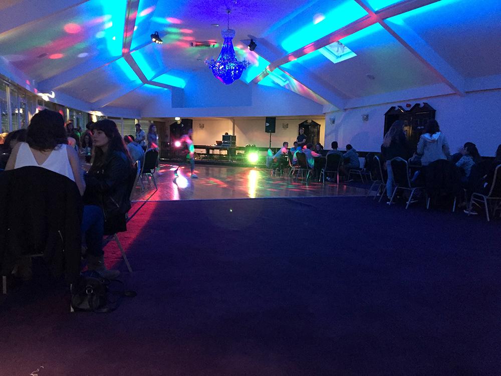 Disco en curso de verano para jóvenes en Arklow, Irlanda