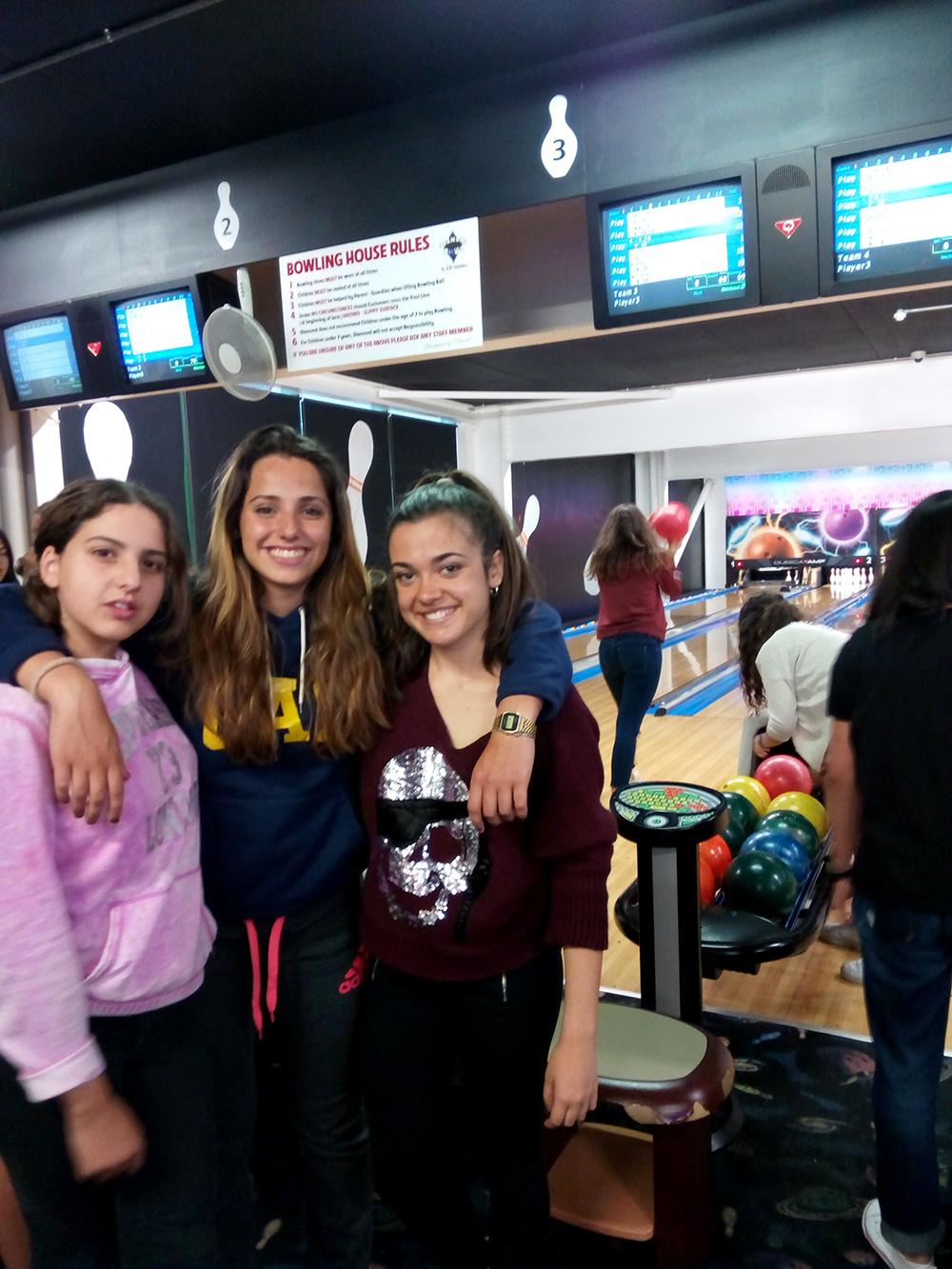 Bowling en curso de verano para jóvenes en Arklow, Irlanda