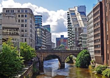 Estudia en Manchester