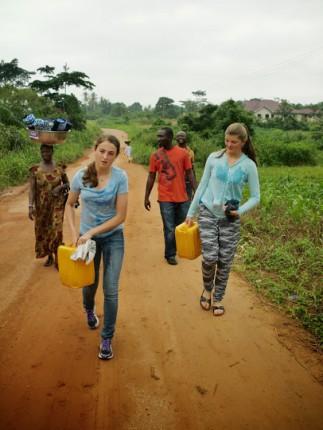 Ayudar con las tareas del orfanato