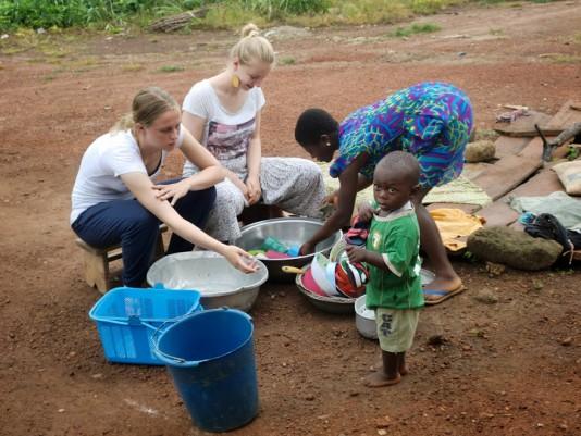 Ayuda en un orfanato en Ghana