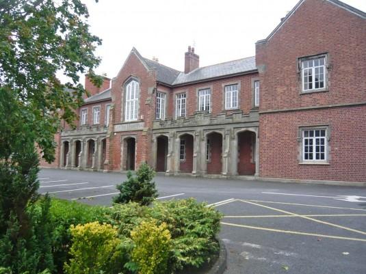 """Colegio privado en Irlanda """"Dundalk Grammar School"""""""